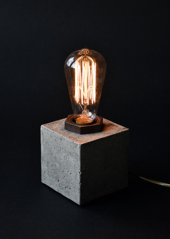Lampada da tavolo in cemento keblog shop - Lampada da tavolo di design ...